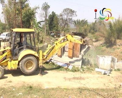 Officials demolish illegal constructions along Imphal river banks in IE District under Manipur Flood Plain Zoning Act
