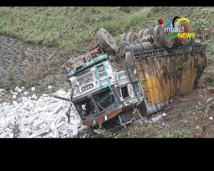 2 loaded trucks turn turtle on NH 2 between Senapati and Karong