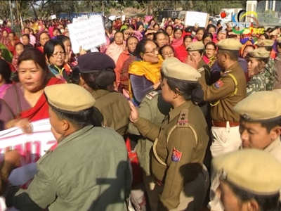 KHWAIRAMBAND WOMEN CALL FOR 24 HR MANIPUR BANDH