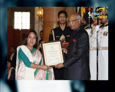 "President Kovind honours Chirom Indira of Manipur  with  prestigious ''Nari Shakti Puraskar 2017'"" on International Women's day for her various contributions yesterday"